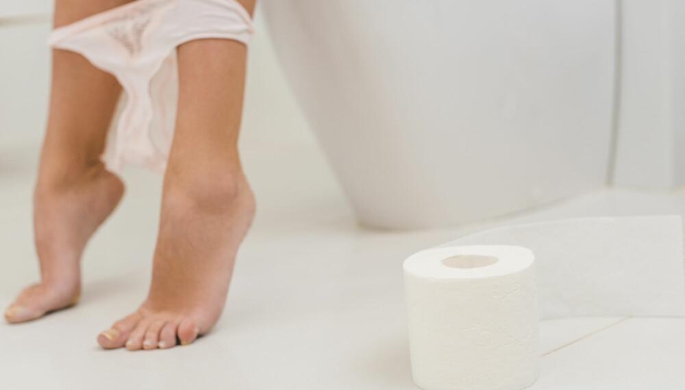 URINVEISINFEKSJON: Symptomene på urinveisinfeksjon er svie ved vannlating, smerter i nedre del i magen, og en større trang til å tømme blæren.