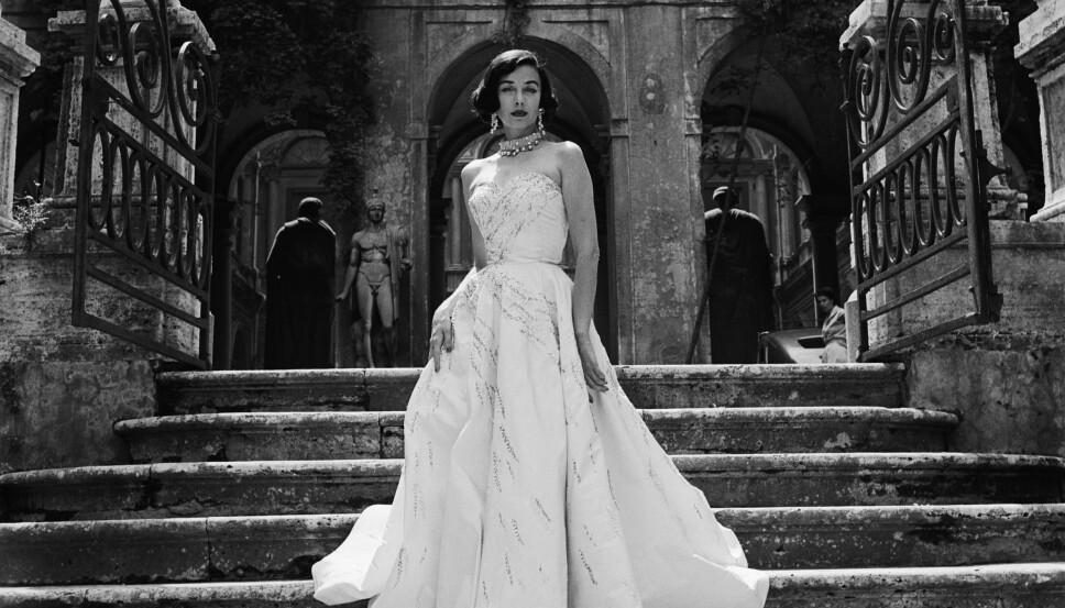 Den amerikanske modellen Dorian Leigh regnes som en av de første supermodellene. Hennes aller første modelljobb var en forside for Harper`s Bazaar. Ikke visste de at hun var 27 år og hadde to barn - de trodde nemlig hun var 19.