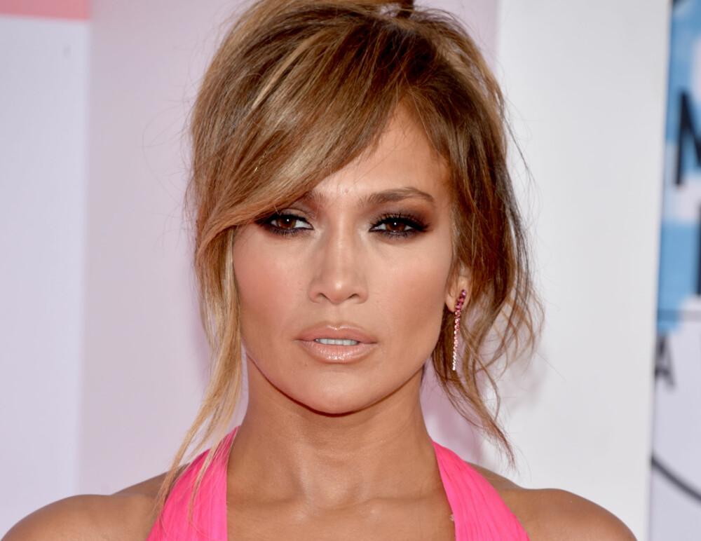 Jennifer Lopez gikk for nudefargede lepper og sotede øyne.