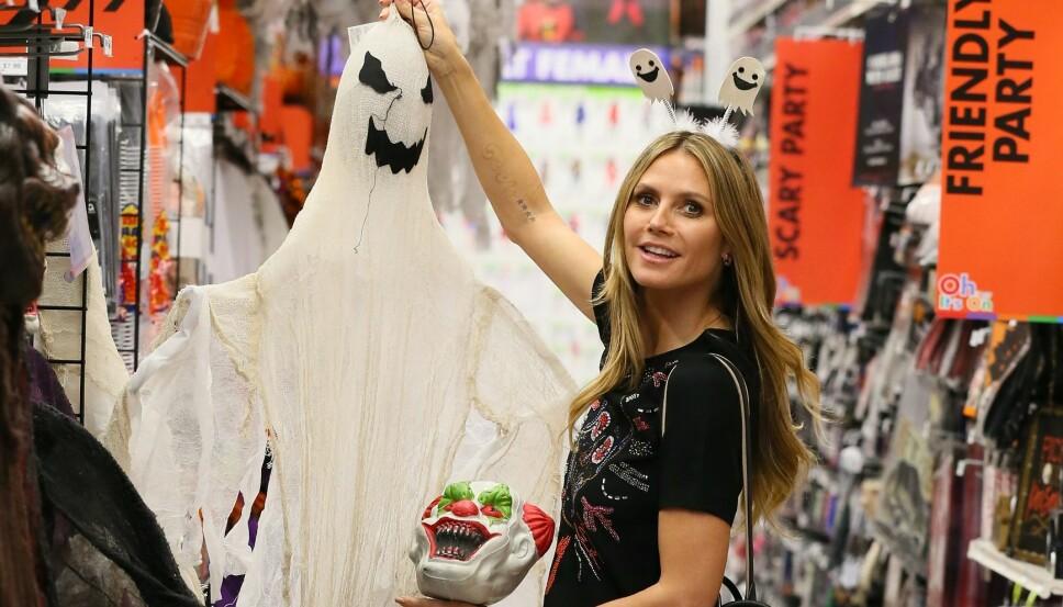 HALLOWEENDRONNINGEN: Heidi Klum er for mange selve definisjonen av halloween, og er viden kjent for sine forseggjorte kostymer. Her er hun i full gang med forberedelsene på shopping i Los Angeles.