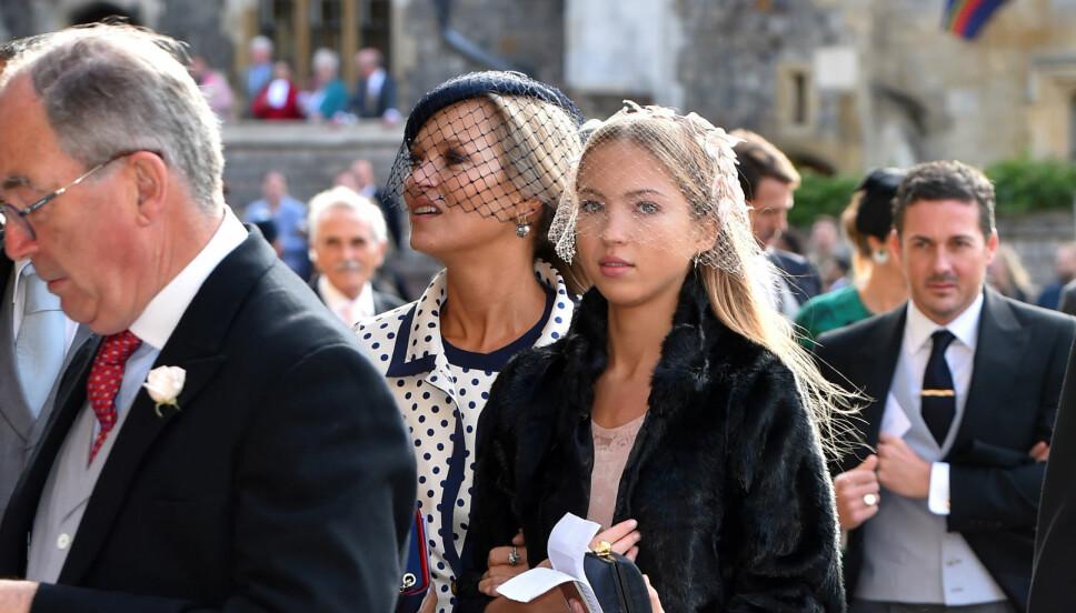 MOR OG DATTER: Her er Kate og Lila i bryllupet til prinsesse Eugenie.