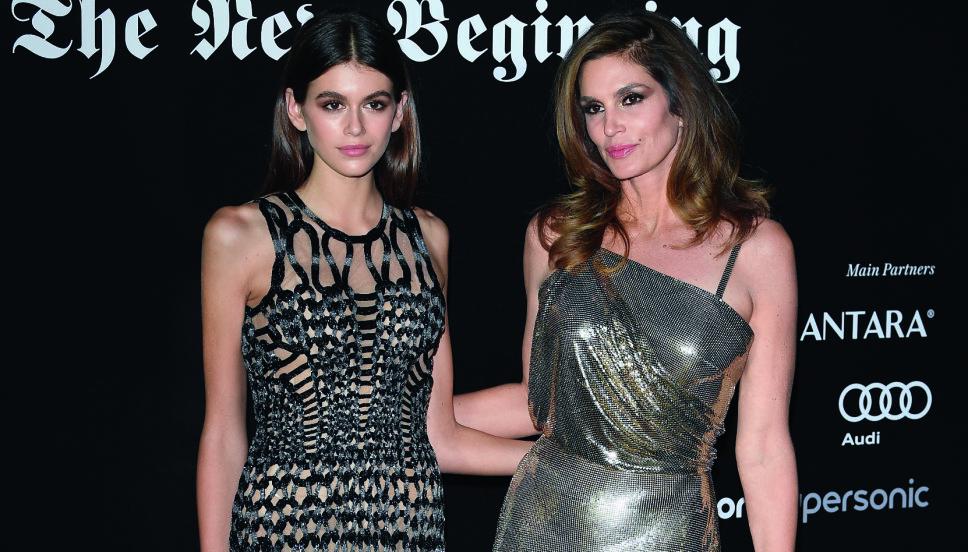 MOR OG DATTER: Kaia til høyre, med sin mor Cindy, en av verdens mest berømte modeller.