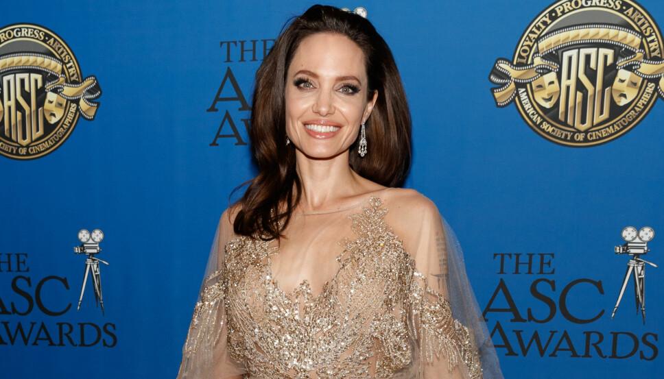MISTET MOREN: Angelina Jolie har mistet både sin mor Marcheline Bertrand, tanten og bestemoren sin til brystkreft.