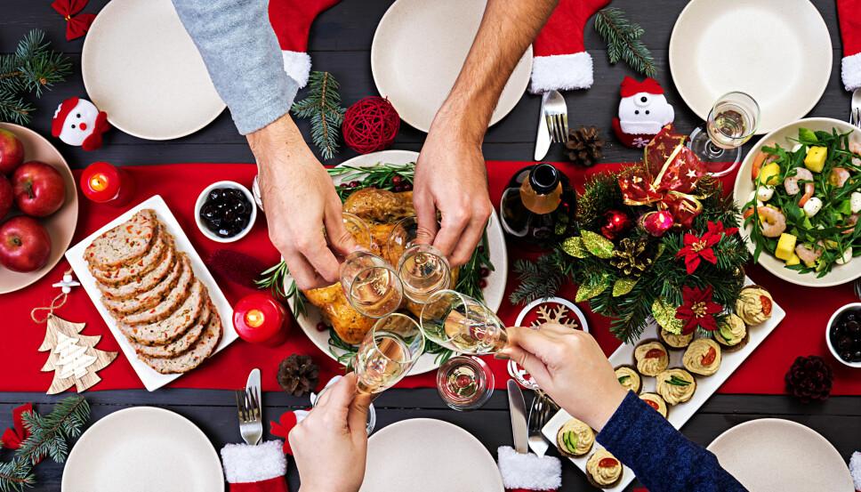 LETT Å LA SEG RIVE MED: Om du ikke på forhånd har lagt en plan, kan det bli lett å la seg rive med av alle julefristelsene i butikken. Skriv en detaljert handleliste, og hold deg til den.
