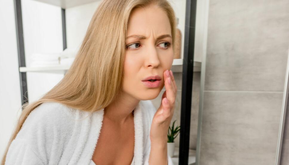 SORTE HÅR I ANSIKTET: Alle kvinner er forskjellige, og det er også hårveksten deres. Hos de aller, aller fleste er dette genetisk betinget, mens hos andre kan en økende mengde mørk hårvekst skyldes hormonelle endringer i kroppen. For eksempel ved en graviditet.