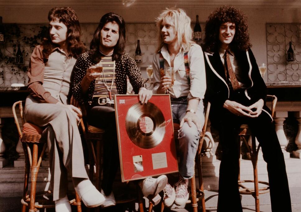 QUEEN: Solgt til gull for første gang med debuten «Tokyo» . Bildet er fra 1974. Fra venstre: John Deacon, Freddie Mercury, Roger Meddows-Taylor og Brian May.