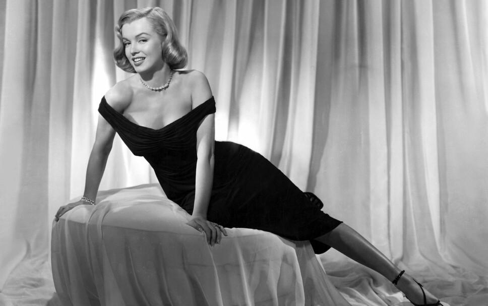 KLASSISK: Marilyn Monroe spilte elskerinnen til en av hovedrollene i filmen Asphalt Jungle fra 1950. I filmen bar hun, jepp, en liten, sort kjole.