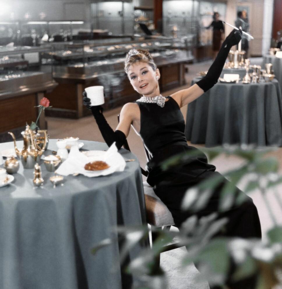 SATTE STANDARDEN: Audrey Hepburn sin legendariske Givenchy-kjole i filmen Breakfast at Tiffany's satte standarden for hvordan kvinner kledde seg på 60-tallet