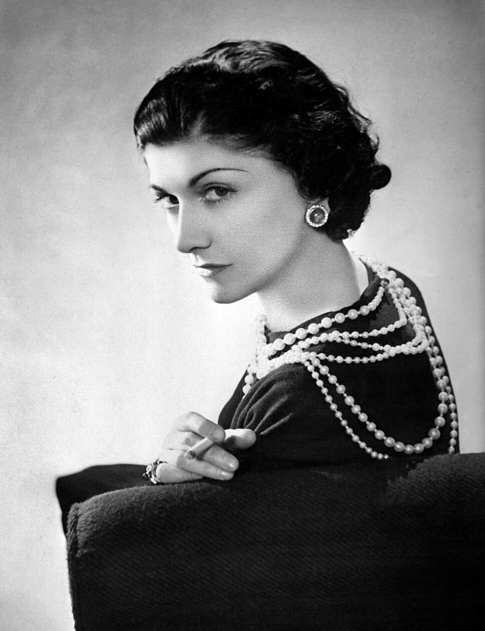 REVOLUSJONERENDE: Coco Chanel revolusjonerte måten kvinner kledde seg på da hun i 1926 introduserte «den lille sorte.»