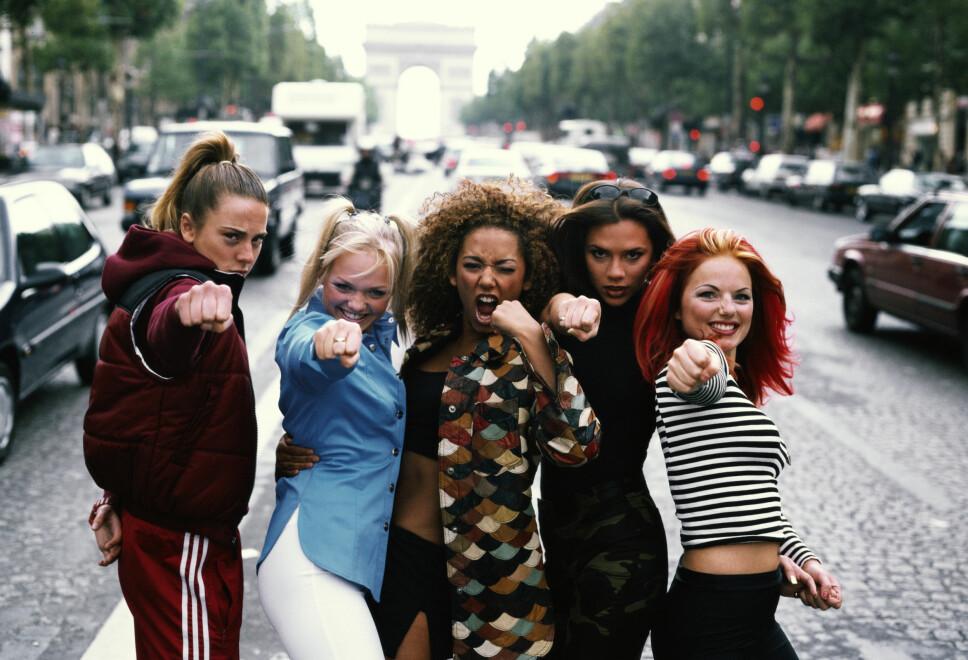 1996: Melanie Chisholm (f.v.), Emma Bunton. Melanie Brown, Victoria Beckham og Geri Halliwell i Paris.