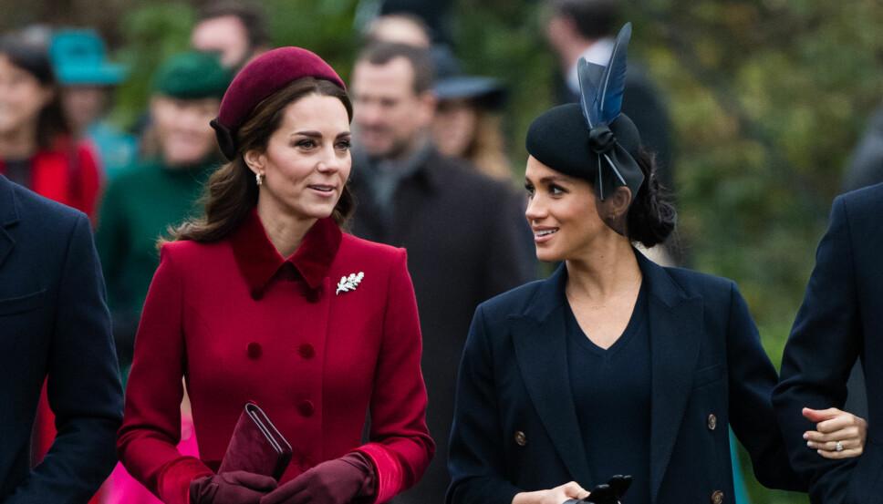 KJØLIG FORHOLD: Hertuginne Kate og hertuginne Meghan har ikke noe godt forhold. Smilene deres er anspente. Her fra julegudstjenesten i Sandringham 1. juledag.