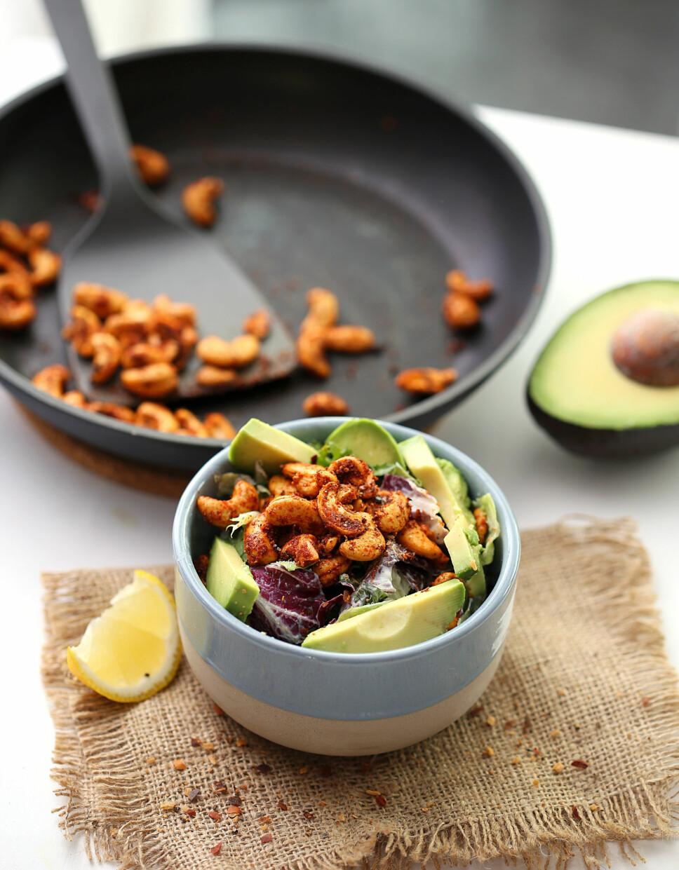 Chipotle cashewnøtt-salat med avokado