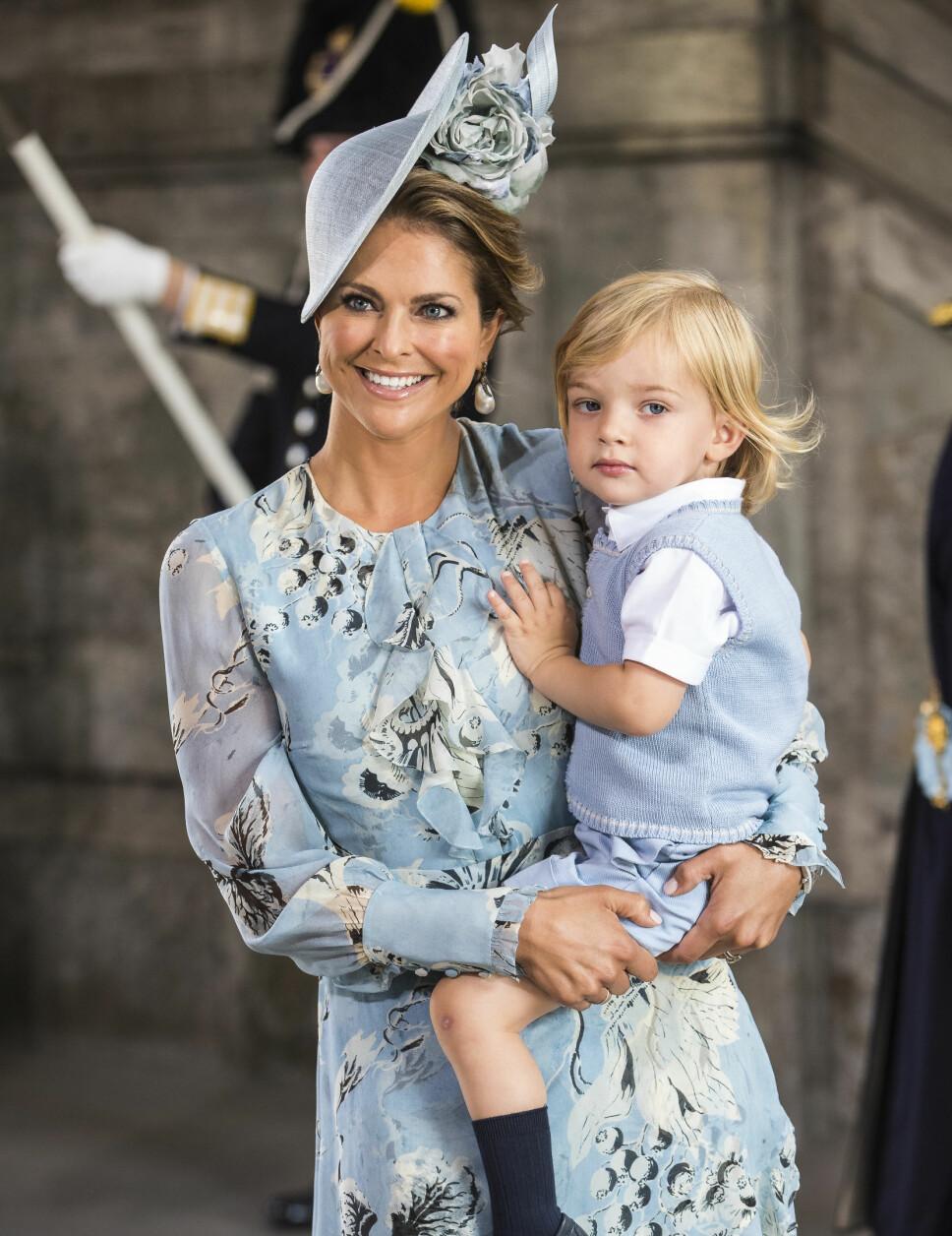 JOBBER FOR BARNA: Madeleine er sterkt engasjert i barns beste. Her er hun med sønnen Nicolas.
