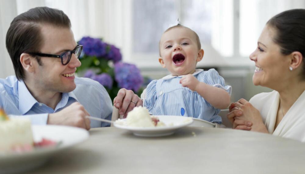 DATTEREN: Victoria og Daniel med datteren Estelle på hennes 1-årsdag.