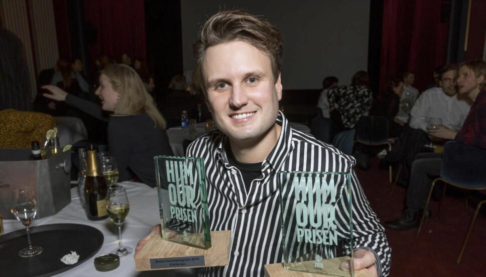 STOLT VINNER: Kevin Vågenes var nominert til tre priser og vant to av dem under årets Humorpris. Han vant «Årets morsomste på TV» og «Årets humorprogram», mens «Årets morsomste på nett» gikk til Herman Flesvig.