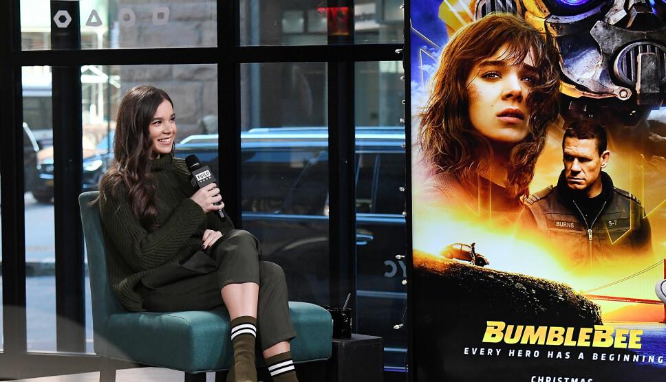 Hailee Steinfeld gjør et intervju i forbindelse med lanseringen av filmen «Bumblebee» i New York.