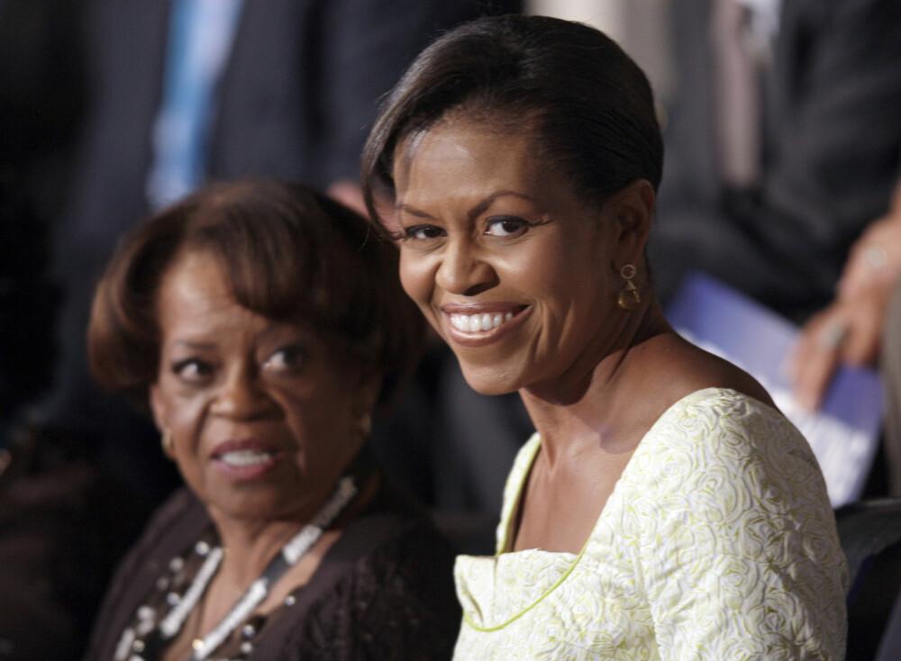 MICHELLES KLIPPE: Mamma Marian Robinson ble med Michelle og familien da de flyttet fra Chicago og inn i Det hvite hus. Hun har vært en enorm støtte for datteren, som stadig kommer med rosende ord om sin mor.