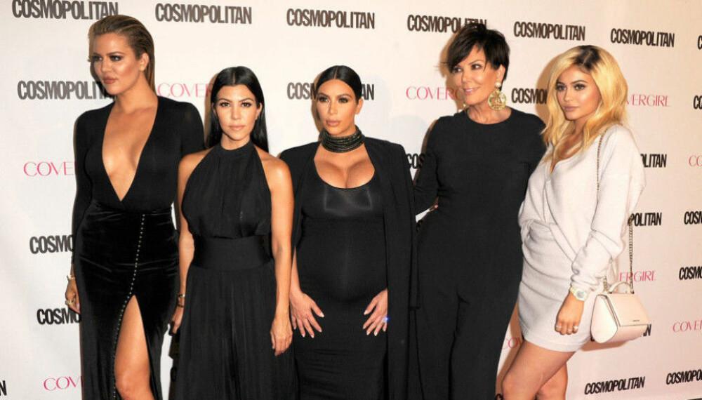 SØSKENFLOKKEN: Khloe Kardashian (fv.), Kourtney Kardashian, Kim Kardashian, Kris Jenner og Kylie Jenner.