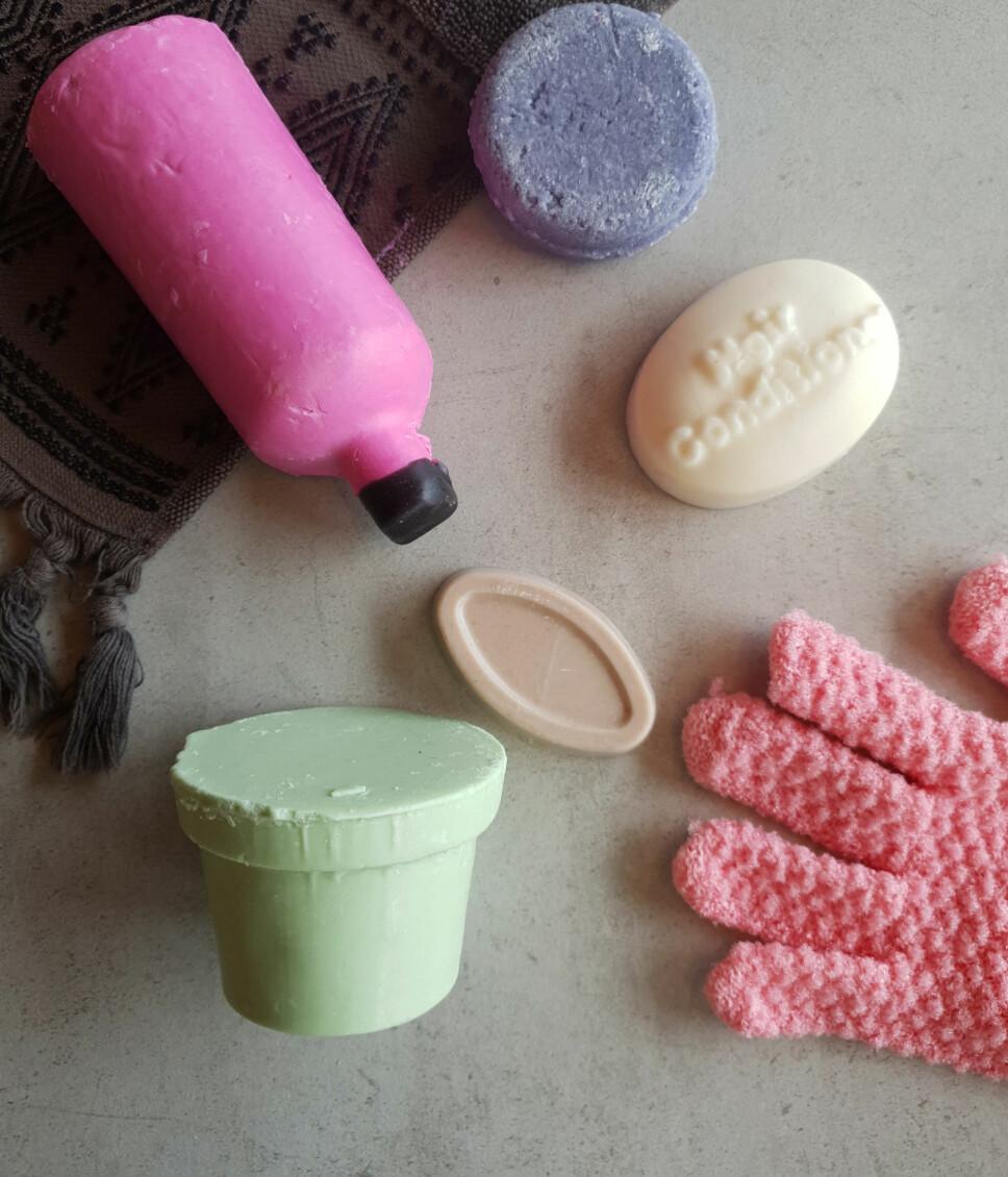 TRENGER IKKE EMBALLASJE: Favoritten så langt er den rosa dusjsåpen som heter «snow fairy», den lukter magisk. På andre plass kommer det lille «såpestykket» som er et ansiktsserum.