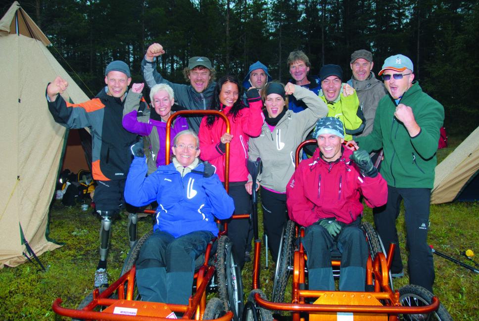 TØFFINGER: Denne gjengen klarte å komme seg helt opp på Snøhetta i sesong to av «Ingen grenser» med hjelp og oppbacking fra hverandre og programleder Lars Monsen.