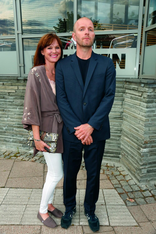 MED KONA: Bård Tufte Johansen sammen med kona Beate Halkjelsvik.