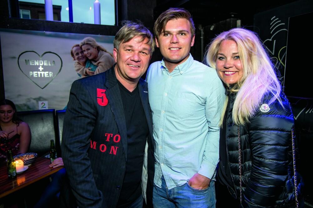 GIFT I 20 ÅR: Rally-legenden Henning Solberg og kona Maud har vært gift i 20 år i august. De hadde med seg sønnen Oscar som sjåfør for kvelden.