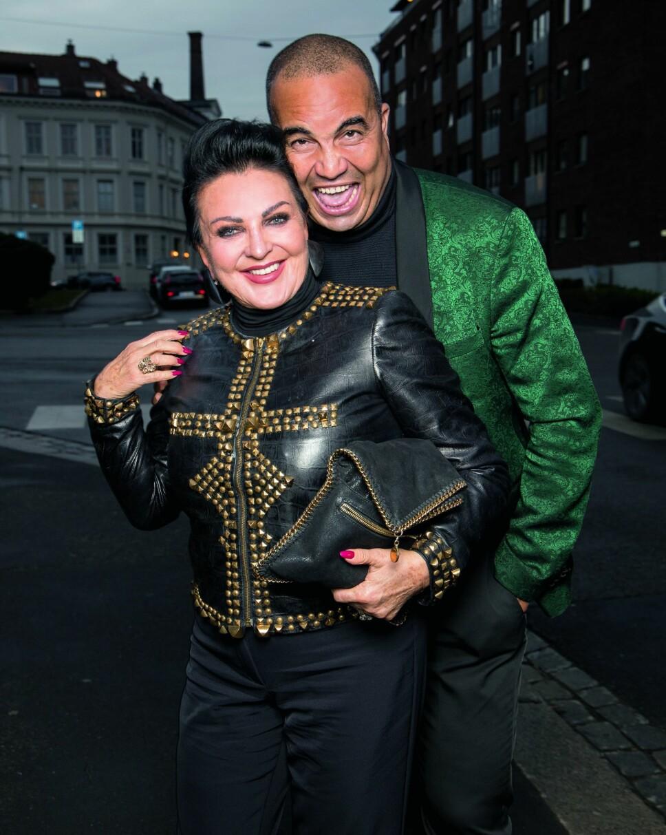 PARTYLØVER: TV-profilen Lilli Bendriss og kjæresten  Shad Tabine var feststemte på vei inn til premierefesten.