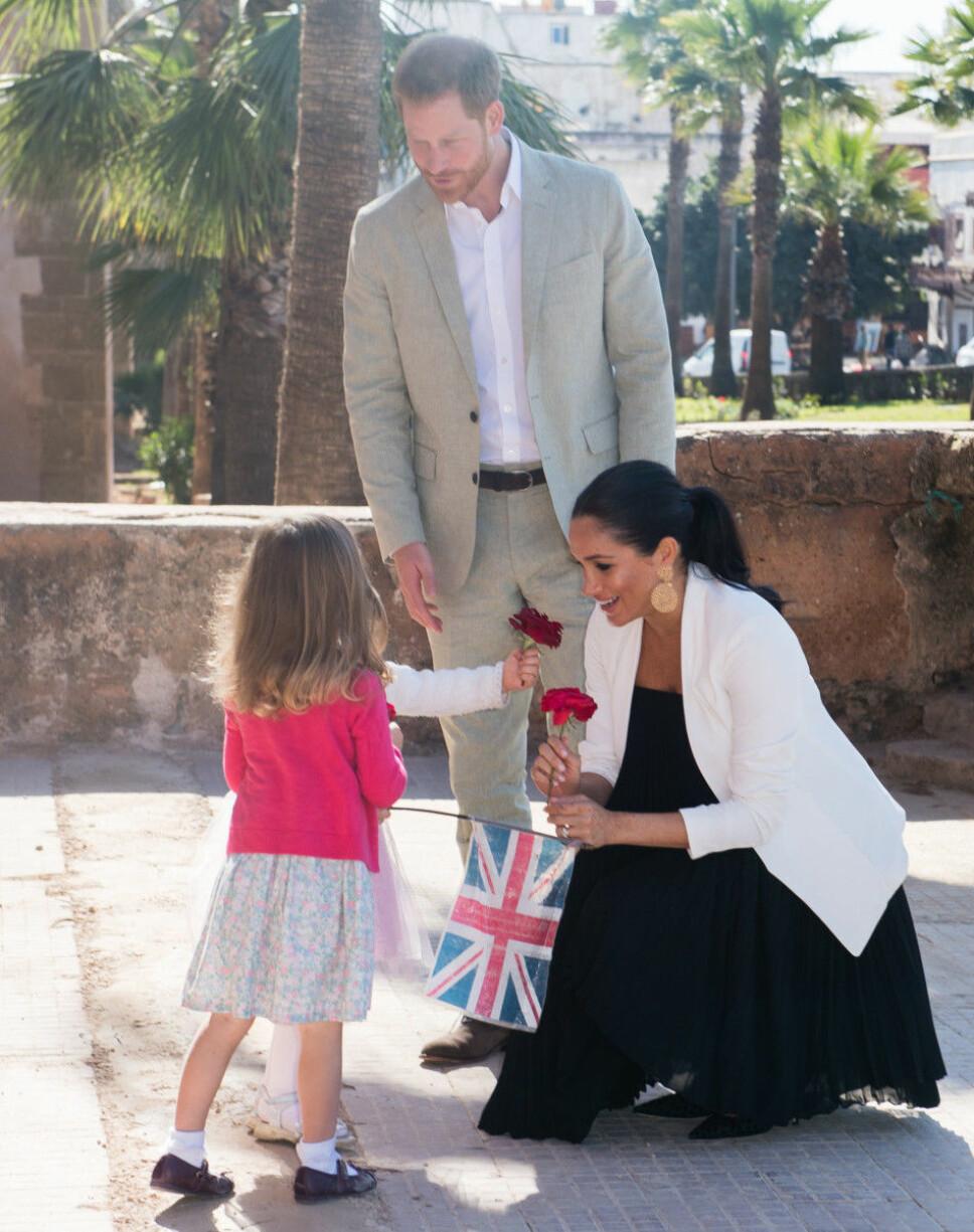ELSKER BARN: Harry og Meghan er glade i barn, og nå har de blitt foreldre til sin egen, lille gutt. Her på statsbesøk i Marokko.