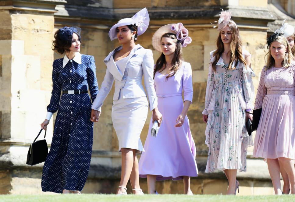 FORMELT: Abigail Spencer og Priyanka Chopra ankommer bryllupet til prins Harry og Meghan Markle 19. mai 2018.