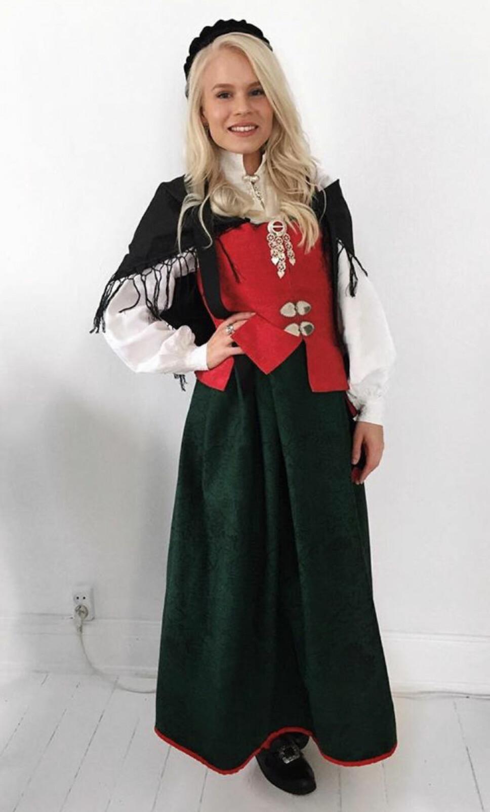 Astrid-Helen Holm i Namdalsbunad.