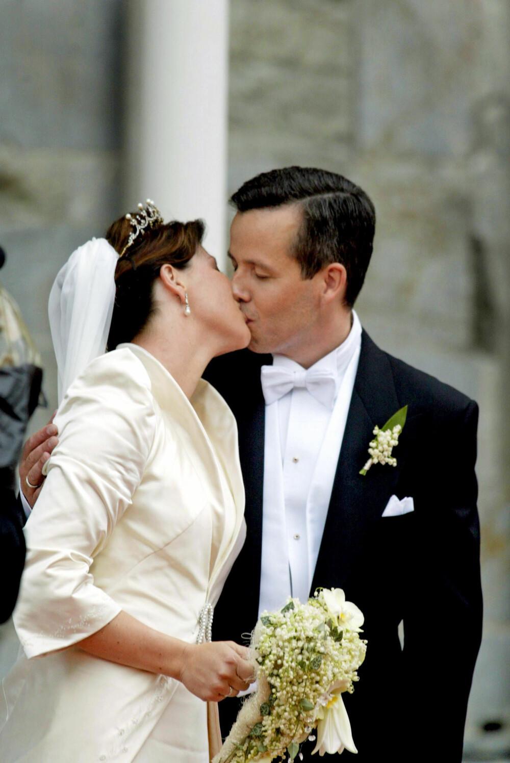 ROMANTISK: Märtha Louise og Ari Behn giftet seg i Trondheim 24. mai 2002.