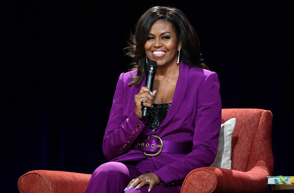 SMILER: Michelle Obama innrømmer at hun er glad for at hun og familien er ute av Det hvite hus.