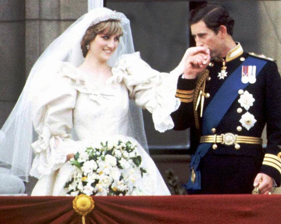 SKRANTET: Allerede kort tid etter at de ga hverandre sitt ja, begynte ekteskapet mellom prins Charles og prinsesse Diana å skrante. Her er de to på bryllupsdagen, 29. juli 1981.
