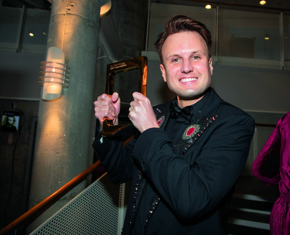 STOLT: Under «Gullruten»-utdelingen i Bergen, stakk Kevin Vågenes av med prisen for beste humorprogram. Han satte stor pris på å gå helt til topps.
