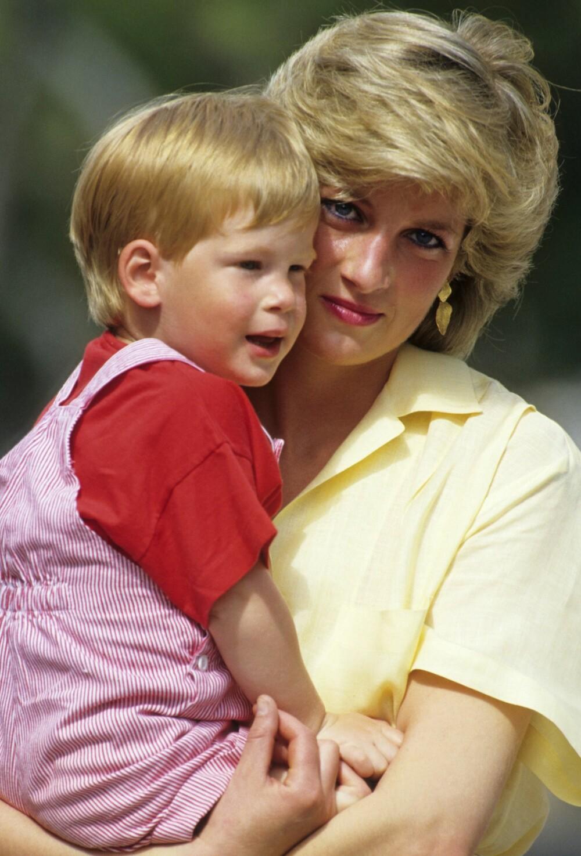 NÆRT FORHOLD: Båndet mellom prins Harry og avdøde prinsesse Diana var tett og helt spesielt.