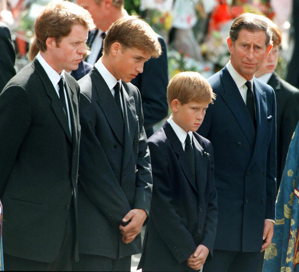 STOR SORG: Prins Harry og prins William var bare 12 og 15 år gamle da prinsesse Diana døde i en bilulykke.