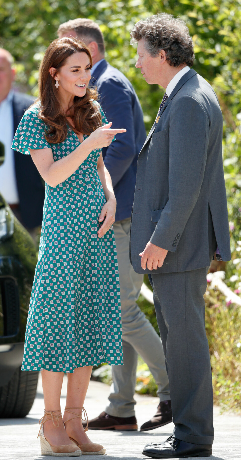GRØNT: Under RHS Hampton Court Palace Garden Festival gikk hertuginne Kate i en grønn sommerkjole fra Sandro SS19-kolleksjonen.