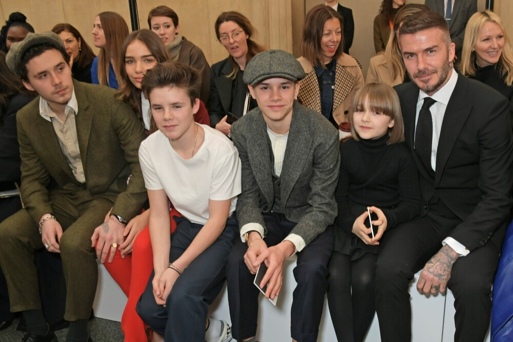 Brooklyn Beckham, Hana Cross, Cruz Beckham, Romeo Beckham, Harper Beckham og David Beckham på Victoria Beckhams moteshow under moteuken i London, i februar 2019.