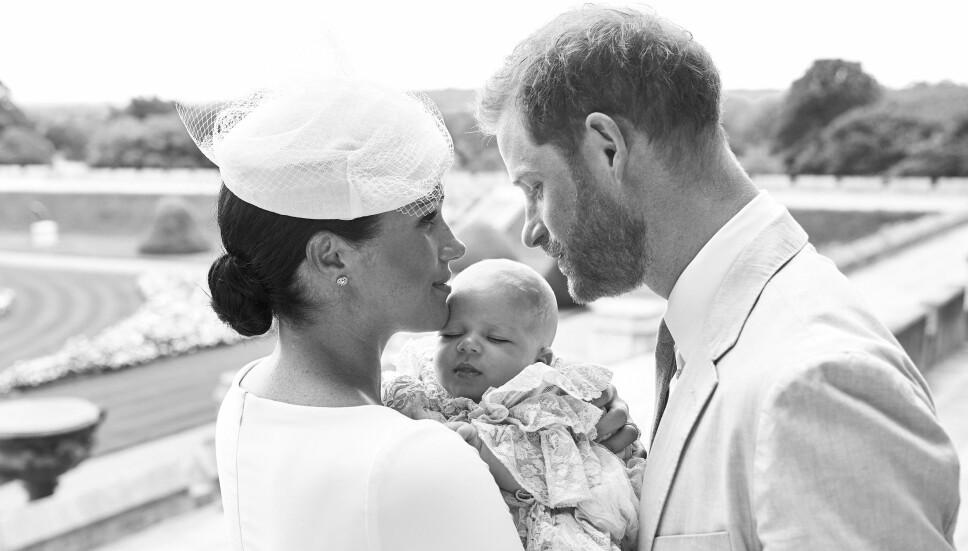 Hertuginne Meghan og prins Harry med sønnen Archie (2 mnd.) under dåpen 6. juli 2019.