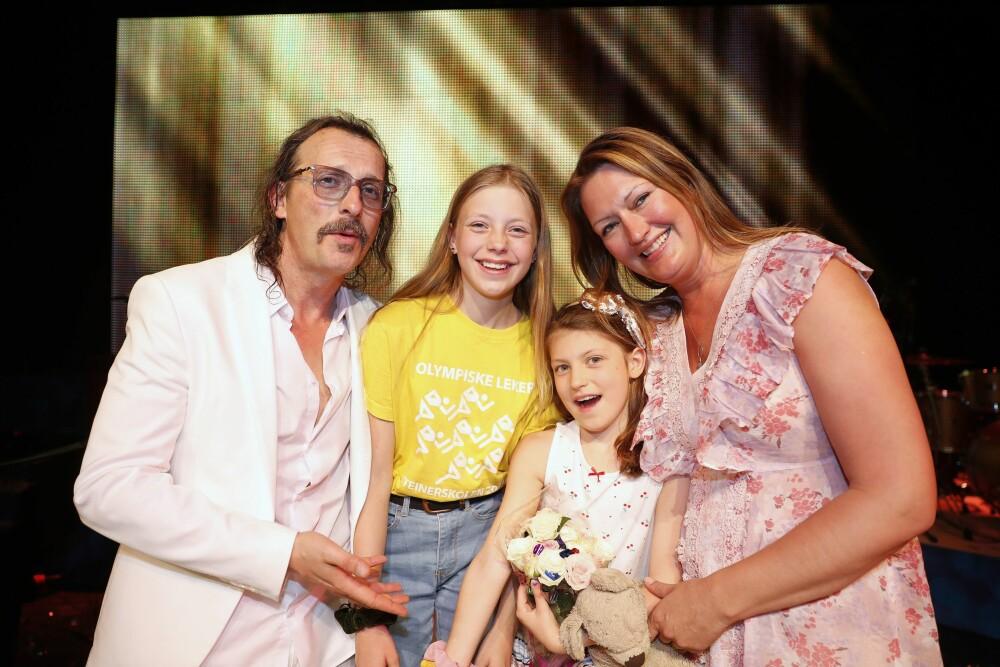 STOLT FAMILIE: Thomas Felbergs kone, Hilde Wahl, og døtrene Sienna og Bianca var til stede for å se «Stjernekamp»- og Tidsbonanza»-profilens opptreden.