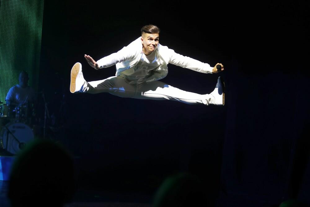 GOD KOPI: Atle Pettersen viste frem sine atletiske evner under fremførelsen av «Mil etter mil».