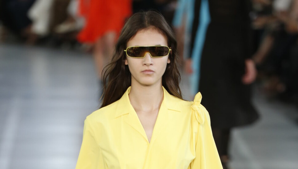 ORIGINALEN: Solbrillene fra Emilio Puccis SS17-kolleksjon. Her fra under moteuken i Milano september 2016. Kim Kardashian har selv brukt de samme solbrillene ifølge Vogue.