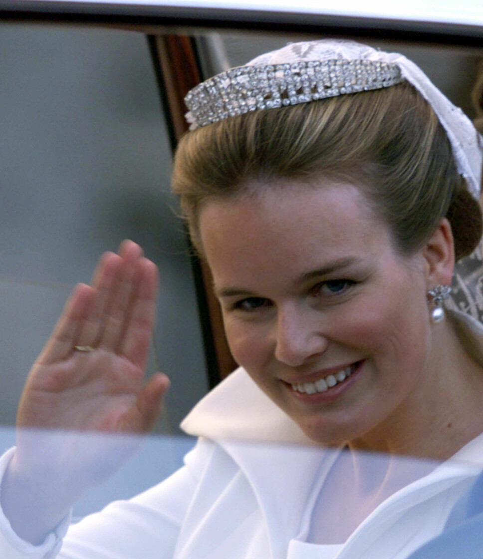 KAN BRUKES SOM HALSKJEDE: Diademet til dronning Mathilde av Belgia, her på bryllupsdagen 4. desember 1999.