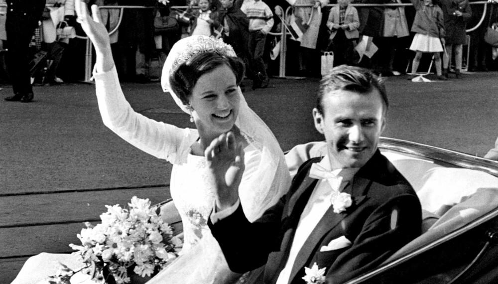 BRUKT AV TRE SØSTRE: Cartier-tiaraen som Margrethe av Danmark hadde på seg da hun giftet seg med prins Henrik i 1967 ble også båret av søstrene hennes.