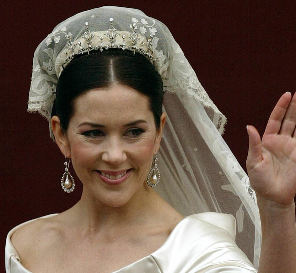 KRONPRINSESSE MARY: Med diamanttiaraen hun fikk av sine svigerforeldre i bryllupsgave til bryllupet i 2004.