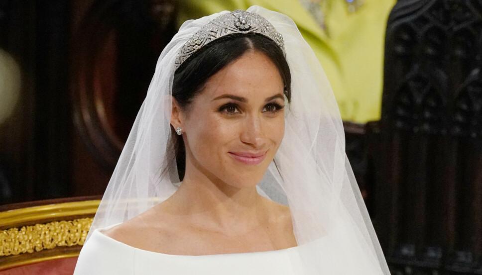 AVTAGBAR: Tiaraen som hertuginne Meghan bar i da hun giftet seg med prins Harry i 2018, har en avtagbar brosje i midten.