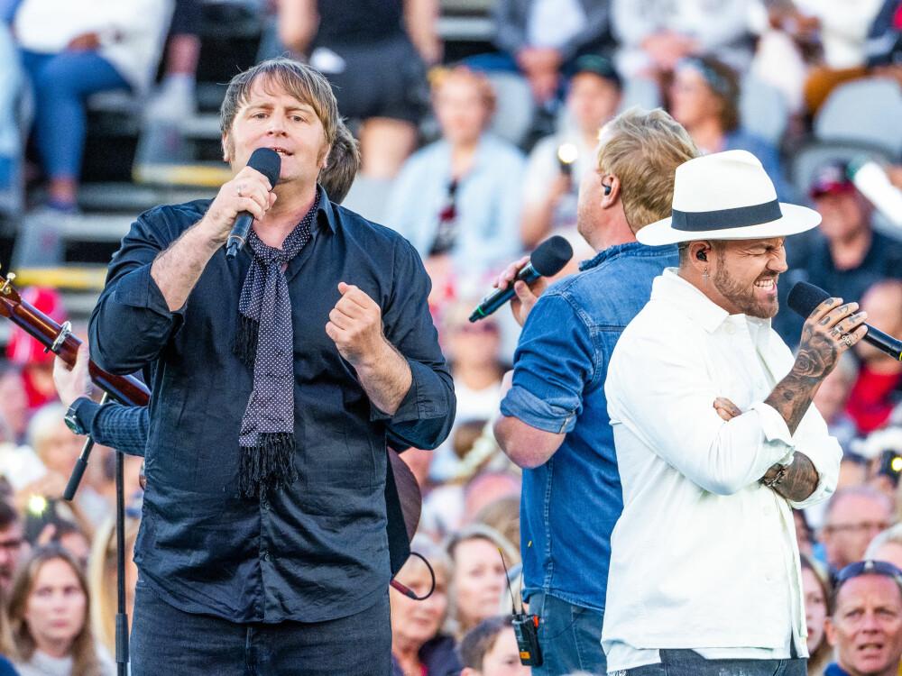 SKAPTE ALLSANG: Kvartetten ga alt på scenen under årets «Allsang på grensen»-premieren.