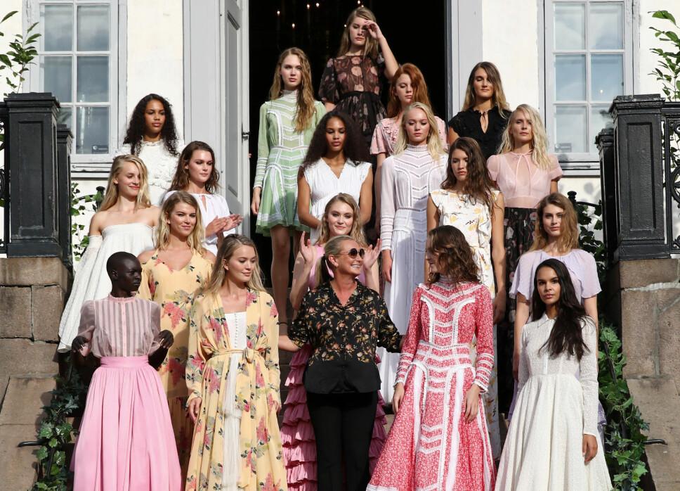DESIGNEREN: Tine Mollatt sammen med modellene som viste frem SS19-kolleksjonen til By Timo under Oslo Runway i august 2018.