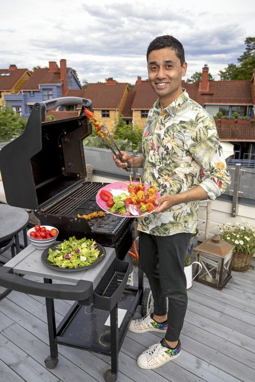 MATGLAD: Noman liker veldig godt å lage mat og har hatt sitt eget matprogram på NRK.