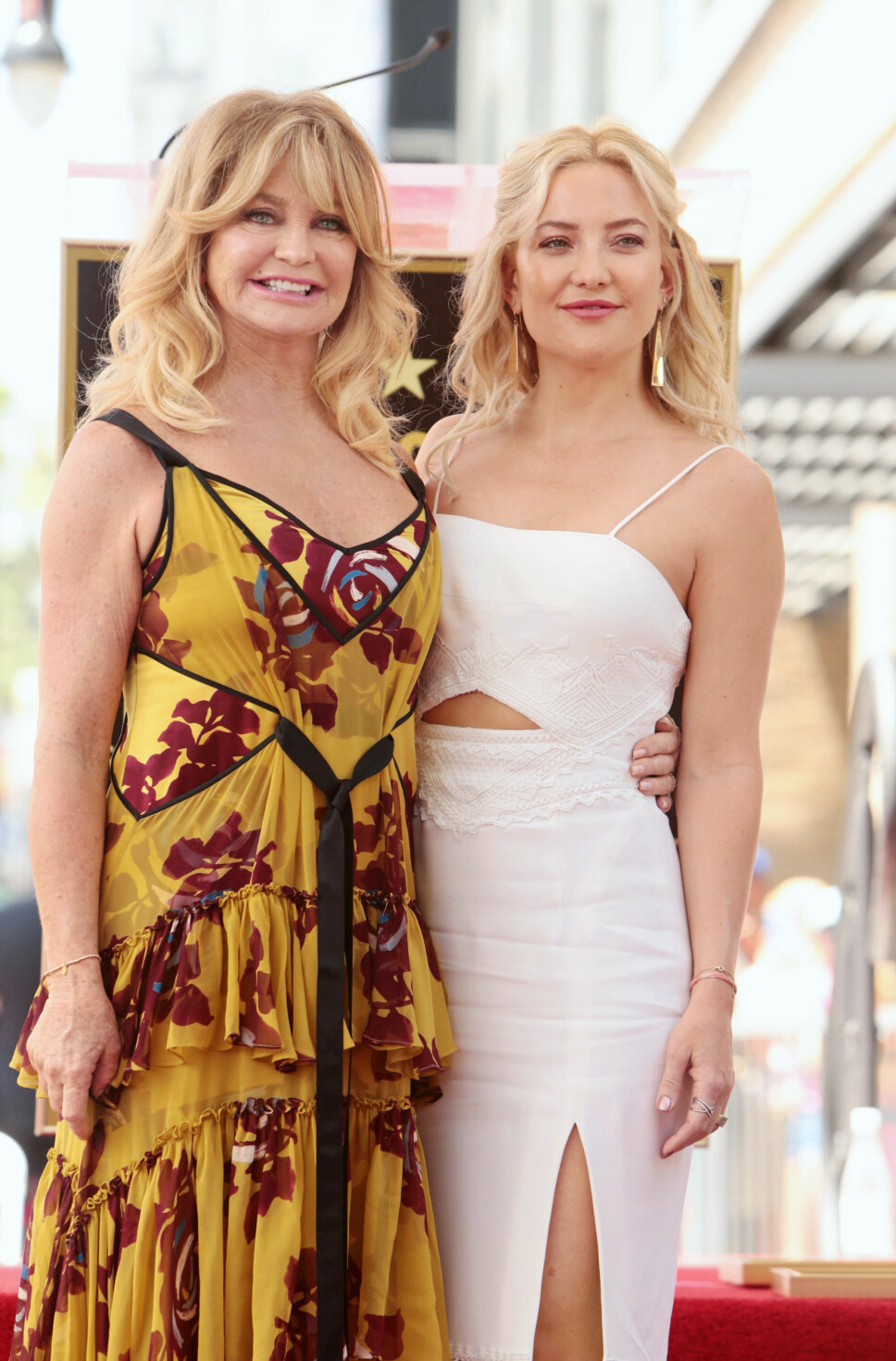 LIKE: Goldie Hawn (73) og datteren Kate Hudson (40) er begge fantastisk vakre.
